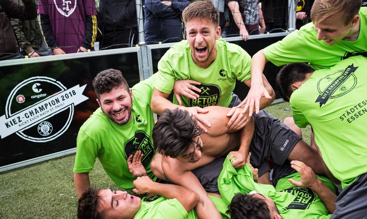 """""""Die Betonkicker"""" gewinnen Finalturnier des KIEZ-CHAMPION 2018"""
