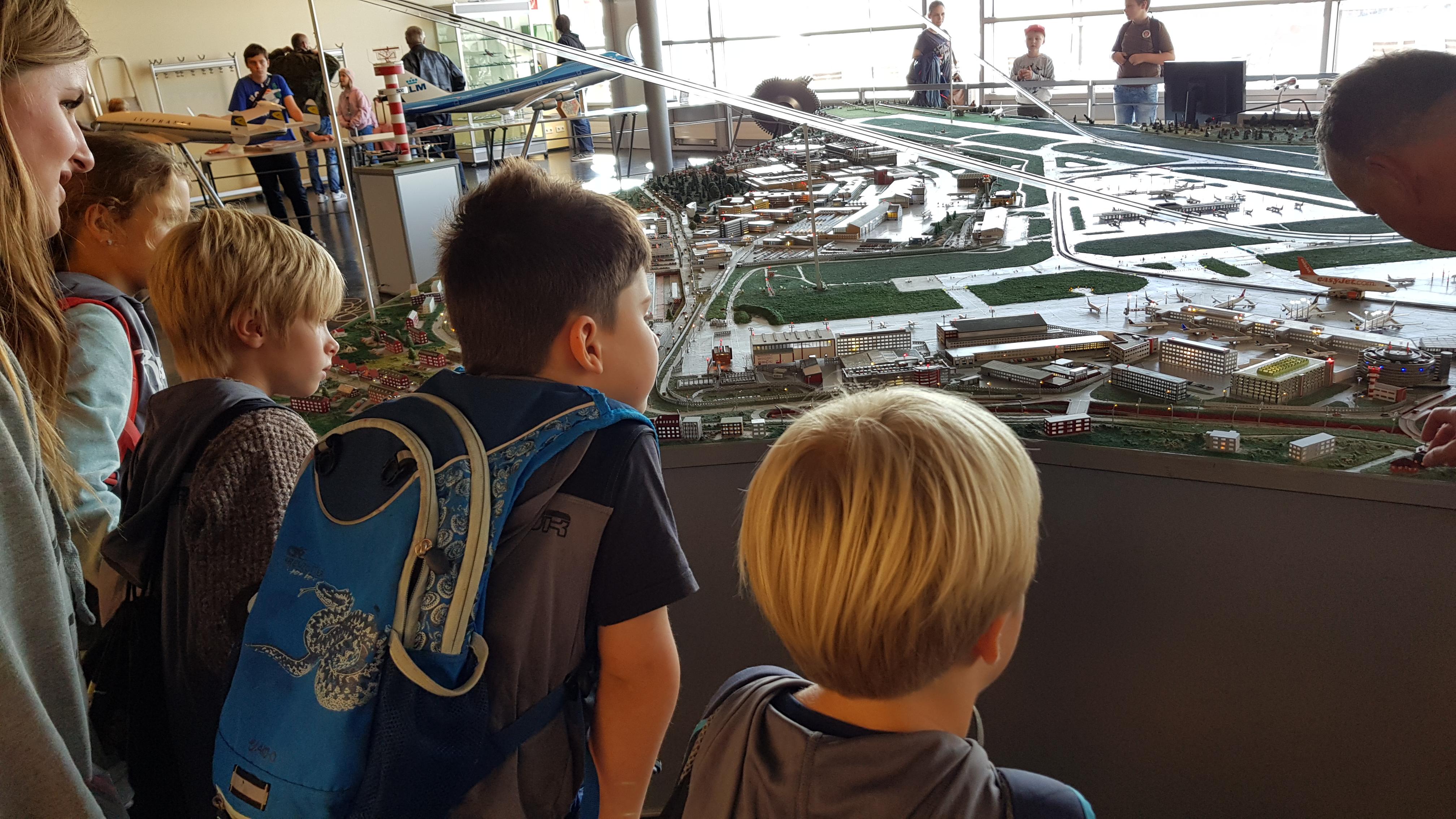 Rabauken blicken hinter die Kulissen am Hamburger Flughafen