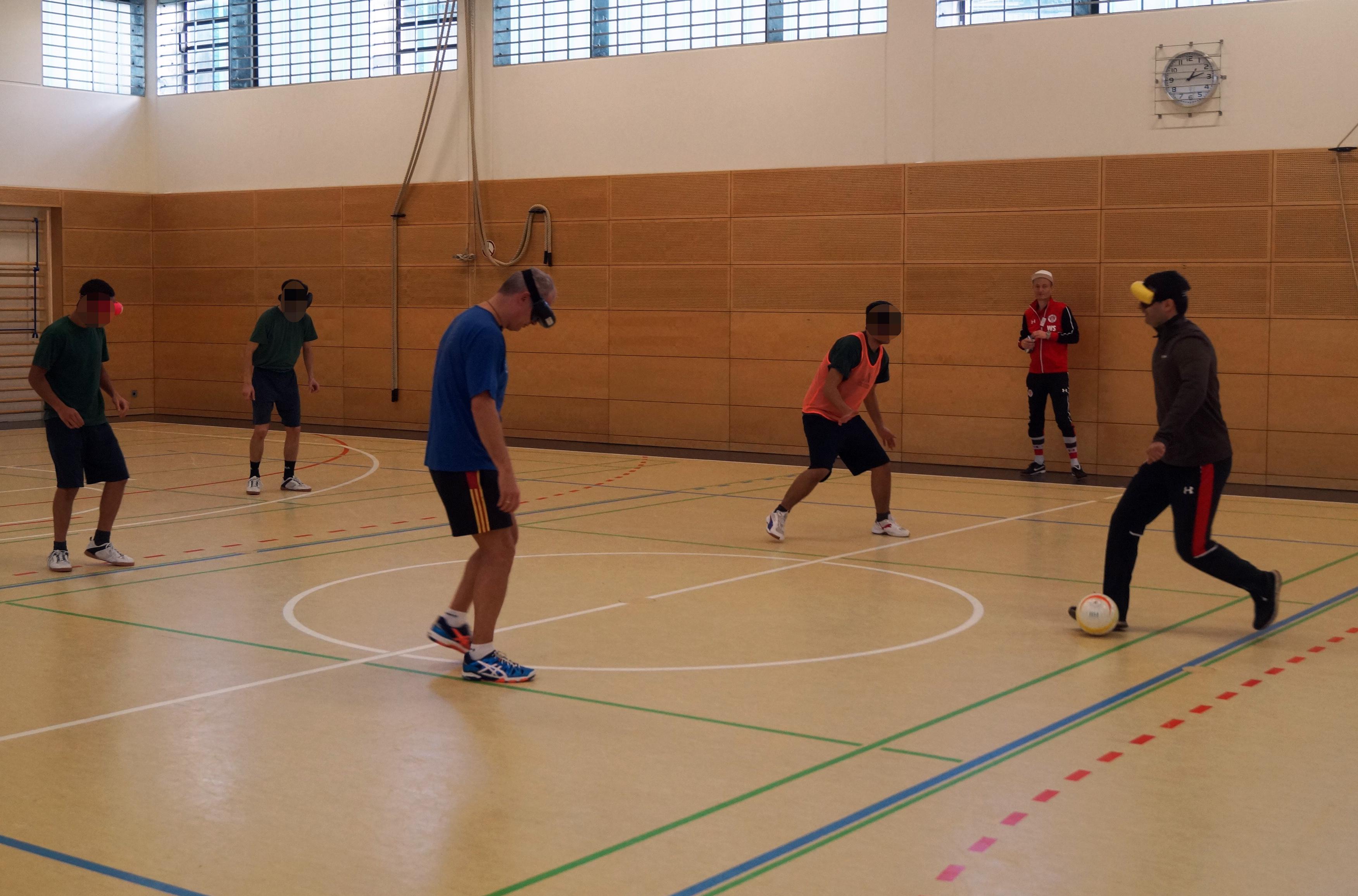Blindenfußballtraining – eine eindrucksvolle Erfahrung für die Schleswiger Anstoß-Mannschaft