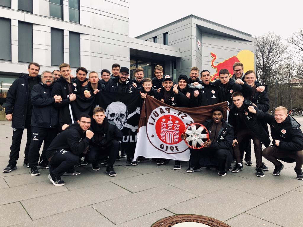 U19 siegt in Unterzahl im Spitzenspiel - U17 verdient sich Punkt im Derby