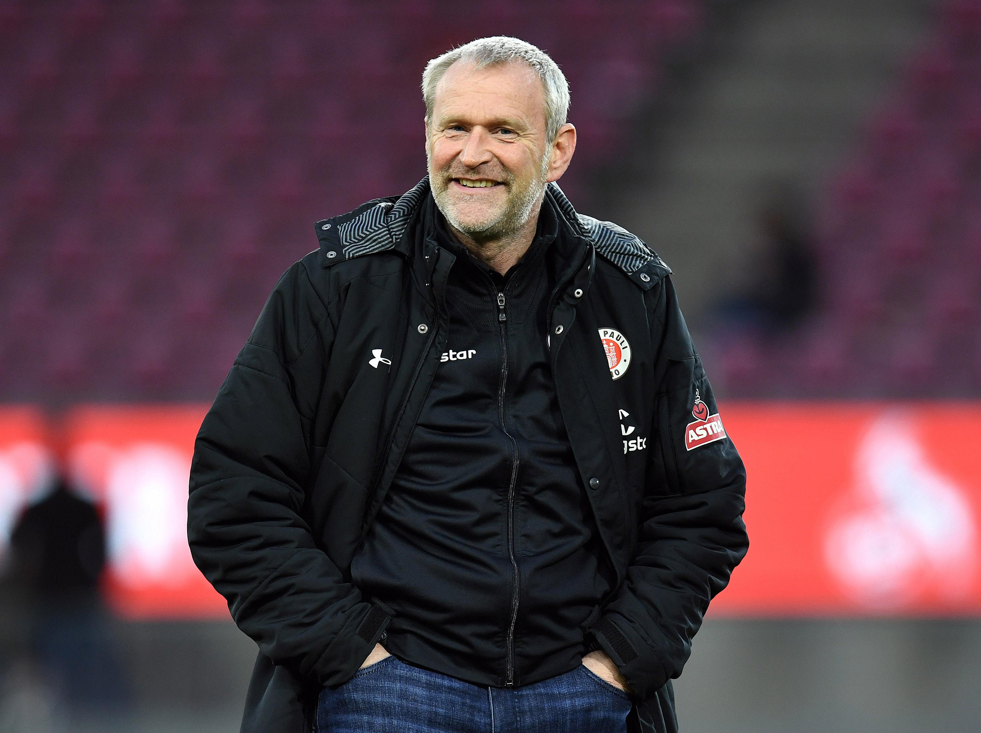 Der FC St. Pauli verlängert mit Sportchef Uwe Stöver