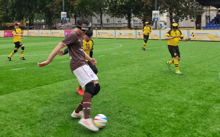 Blindenfußballer wollen in Dortmund die Tabellenführung behaupten