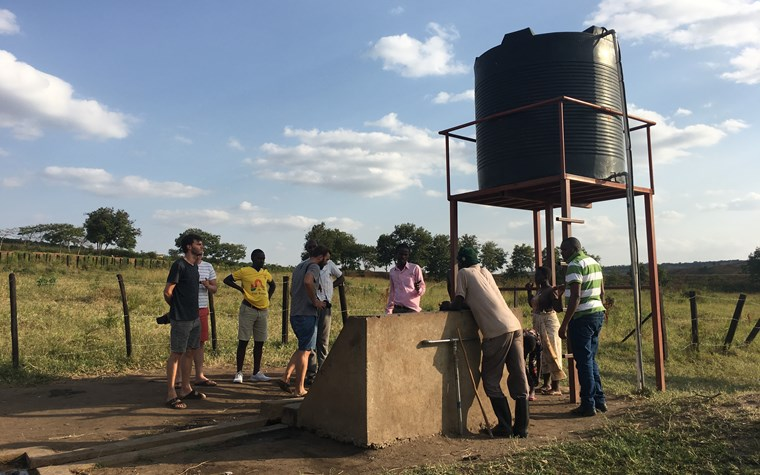 Never Play Alone: FCSP Handballer unterstützen Brunnenbau in Ruanda