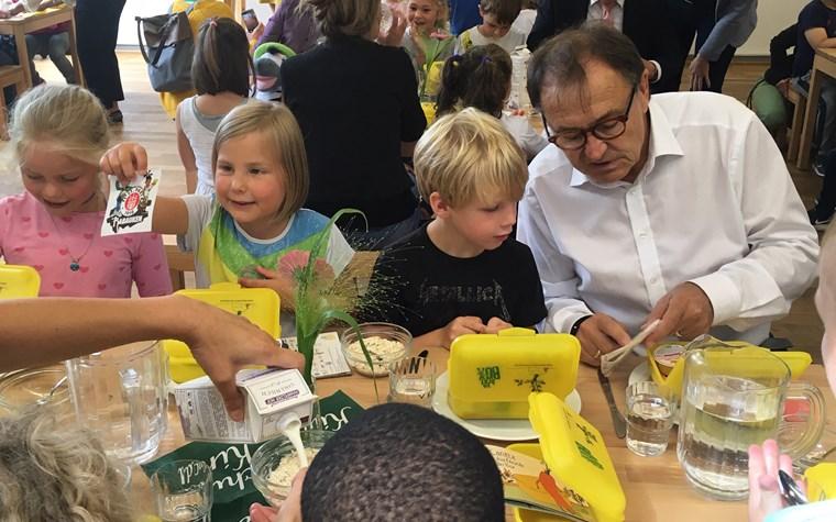 Gesundes Frühstück für ErstklässlerInnen – Rabauken unterstützen Bio-Brotbox-Initiative