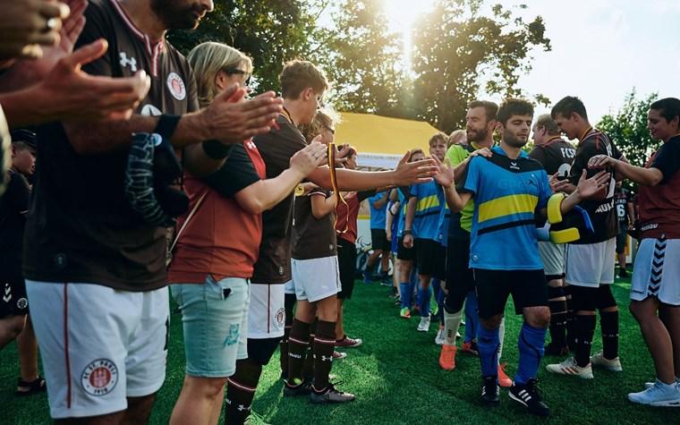 Emotionales Endspiel: Blindenfußballer unterliegen Marburg im Sechsmeterschießen