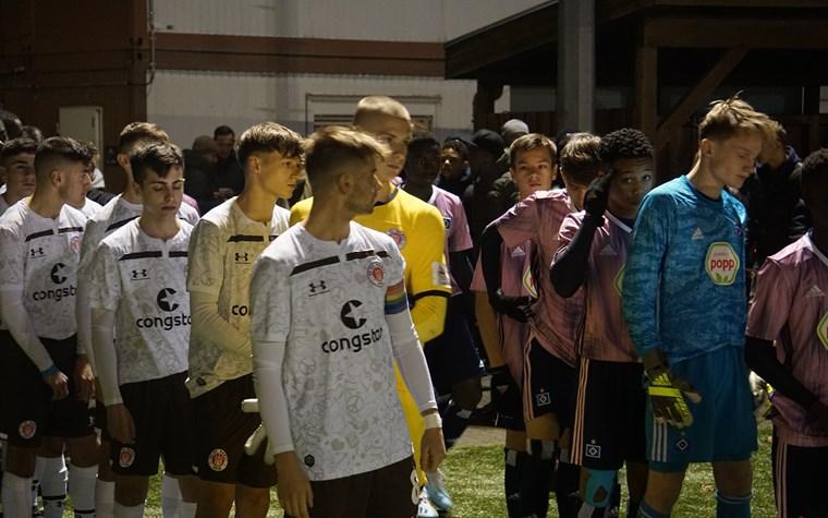 """Derbyniederlage! U16 glücklos gegen die """"Rothosen"""""""