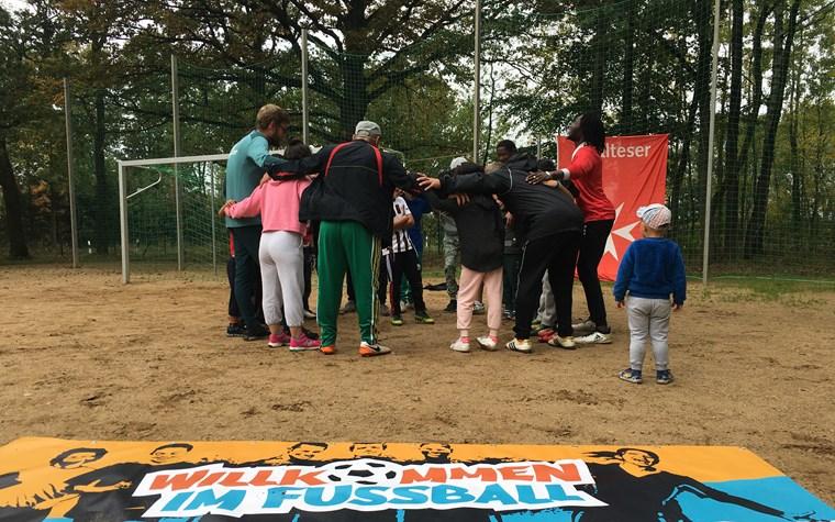 Fußballtraining für Geflüchtete in der Erstaufnahme Nosdorf Horst