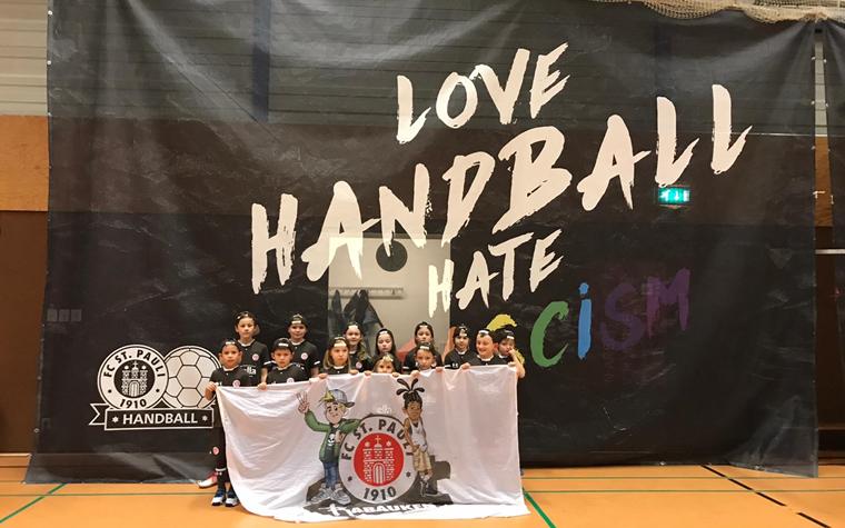 Vom Rasen in die Halle - Rabauken als Einlaufkinder beim FCSP-Handball