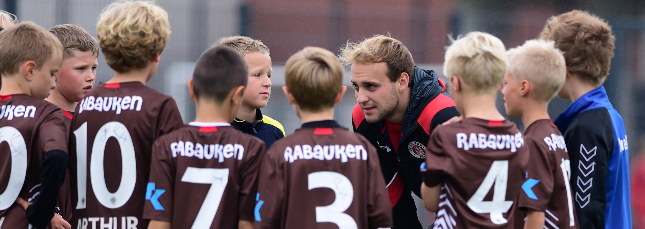 FC St. Pauli Rabauken suchen FSJler/Innen, Trainer/Innen und Praktikant/Innen