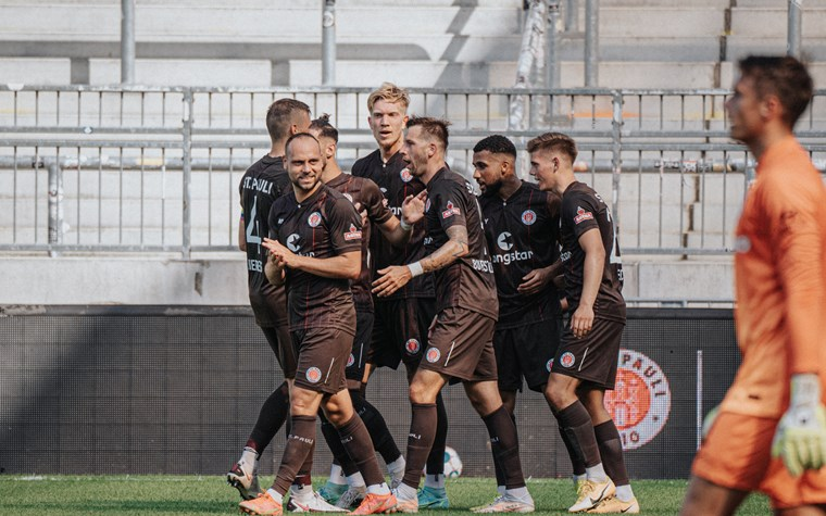 Auftakt in die wohl beste 2. Liga aller Zeiten - Kiezkicker starten gegen Kiel