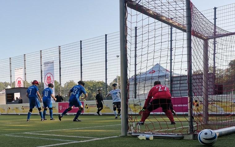 Alle Neune! Tönsing erzielt beim 9:0 gegen Düsseldorf/Düren alle Tore