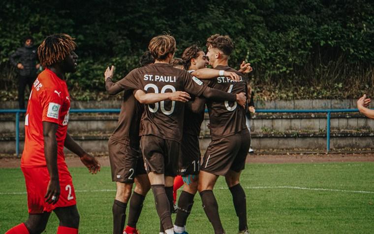 3:2 gegen Halle: U19 befreit sich aus dem Tabellenkeller - U15 mit Aufholjagd gegen Werder