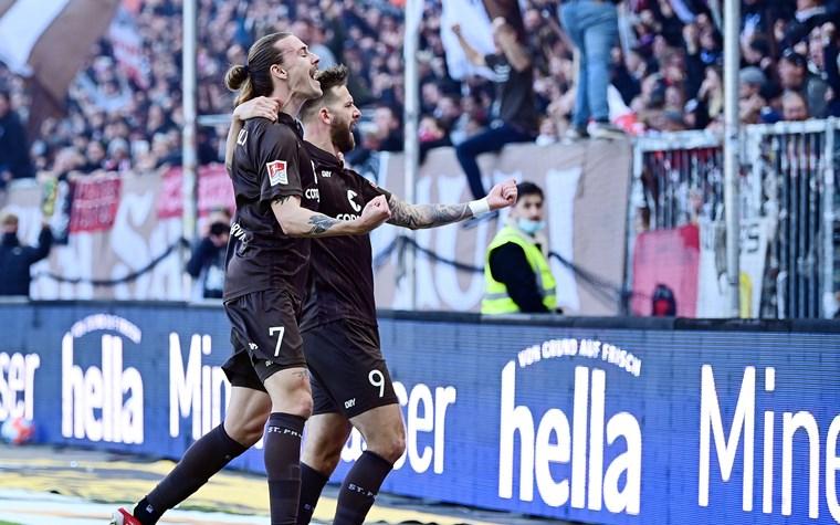 4:0 gegen Rostock – Kiezkicker bauen Siegesserie am Millerntor aus