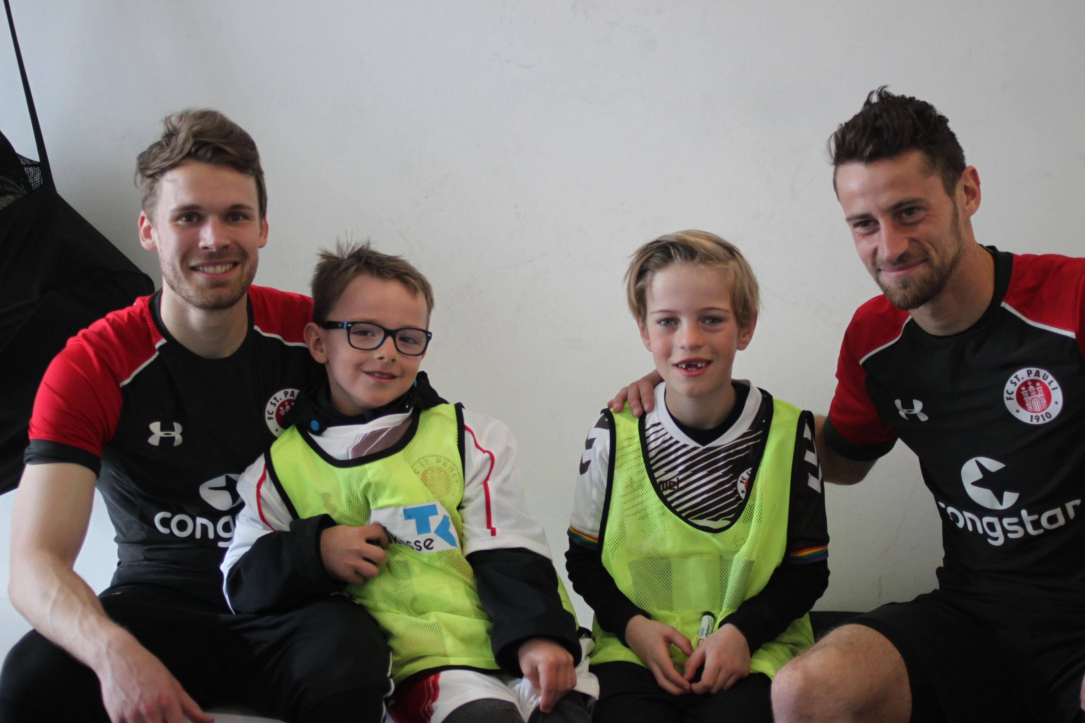 FC St. Pauli Rabauken-Kinderreporter im Einsatz