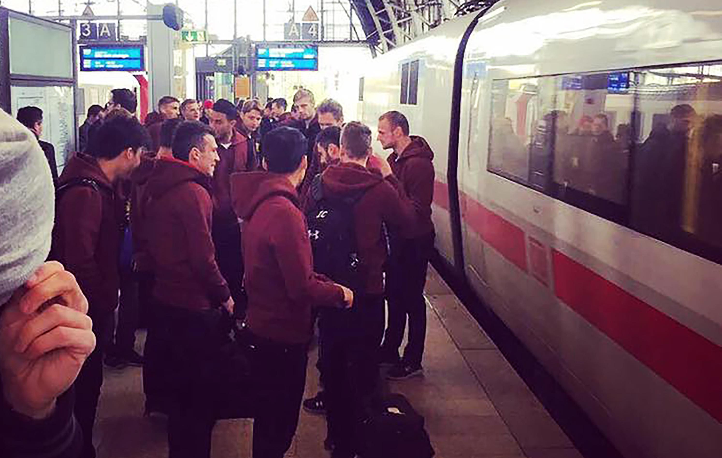 Der FC St. Pauli und die Deutsche Bahn weiten Partnerschaft aus