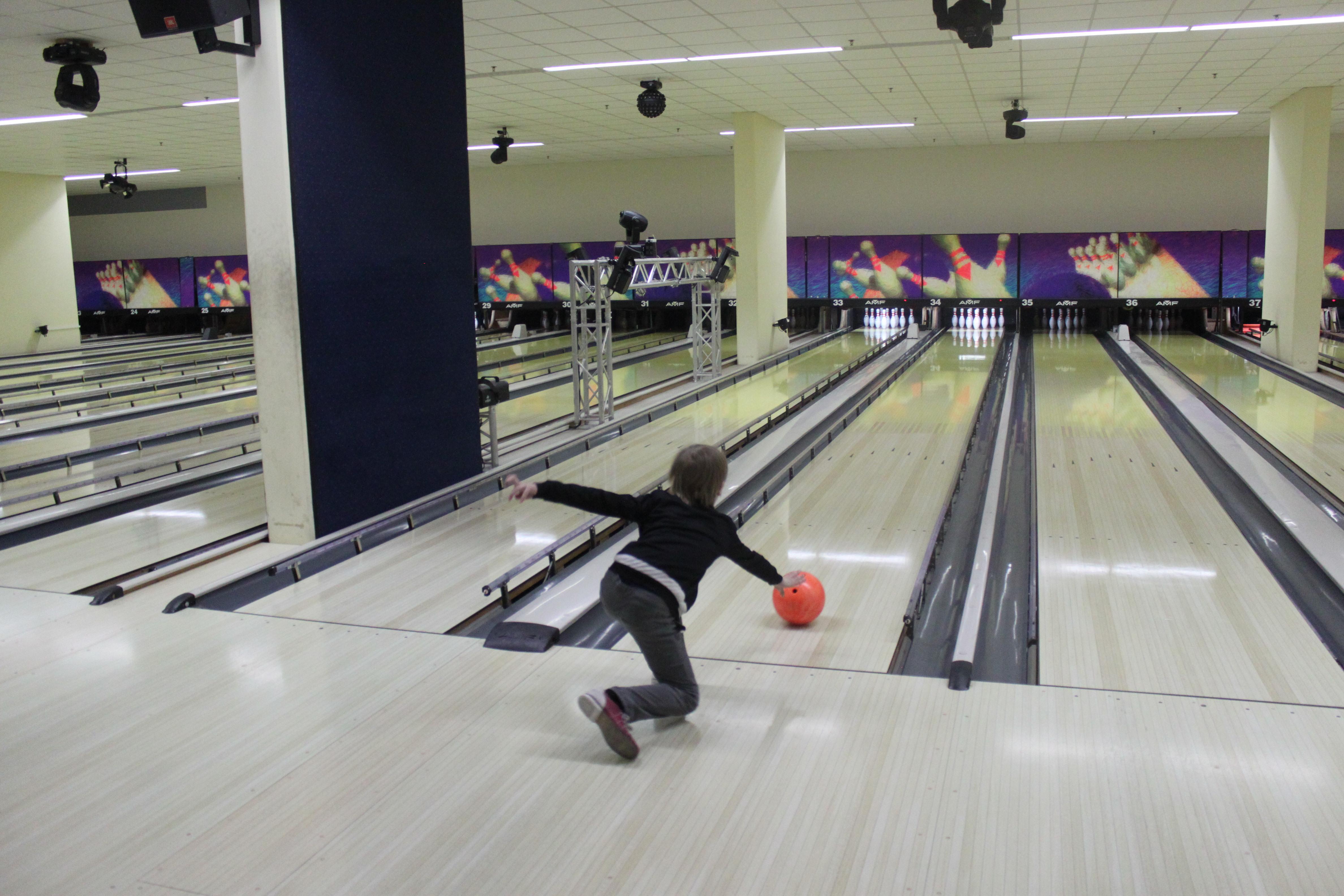 Strike - Rabauken machen Bowlingbahn unsicher