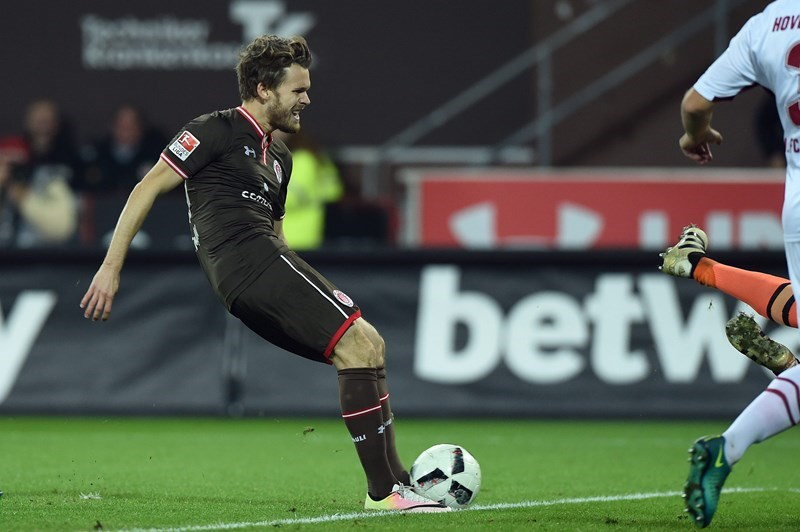 After a lively start Christopher Buchtmann put St. Pauli ahead in the sixth minute, only for Guido Burgstaller to level the scores on 20.