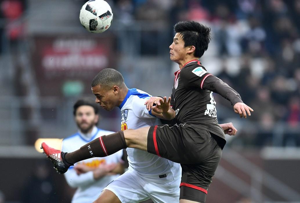 Viele Zweikämpfe! Am Ende trennten sich die Kiezkicker und der VfL Bochum mit 1:1-Unentschieden.