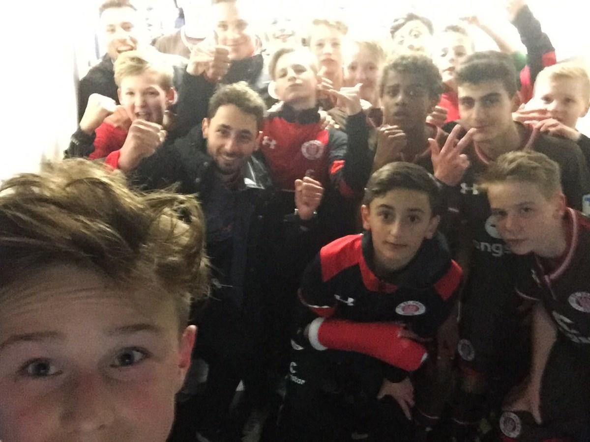 Den Derbysieg feierte unsere U14 natürlich entsprechend. Glückwunsch, Jungs!
