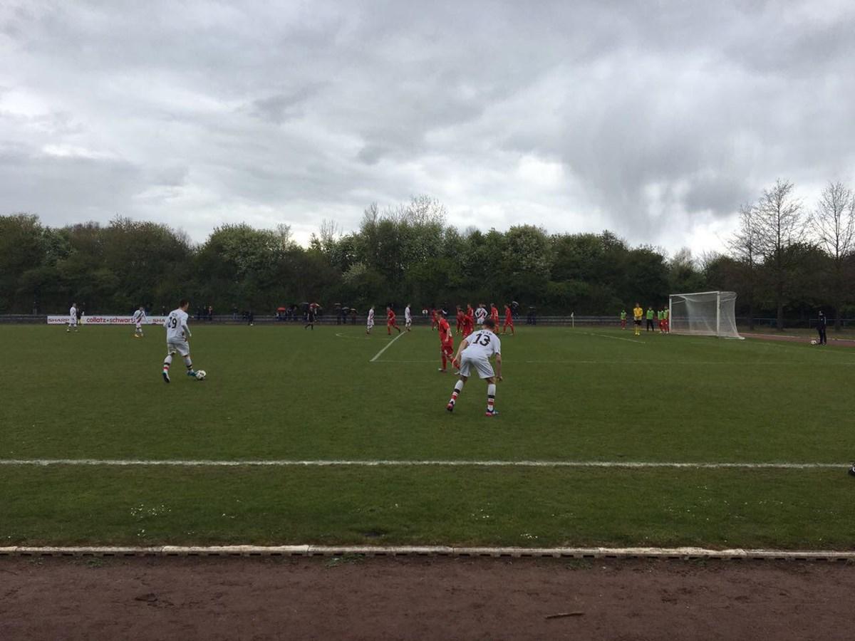 Wenig später sollten die Kiezkicker jubeln: Rasmus Tobinski entschied mit seinem Treffer das Spiel, der auch den Klassenerhalt bedeutete.
