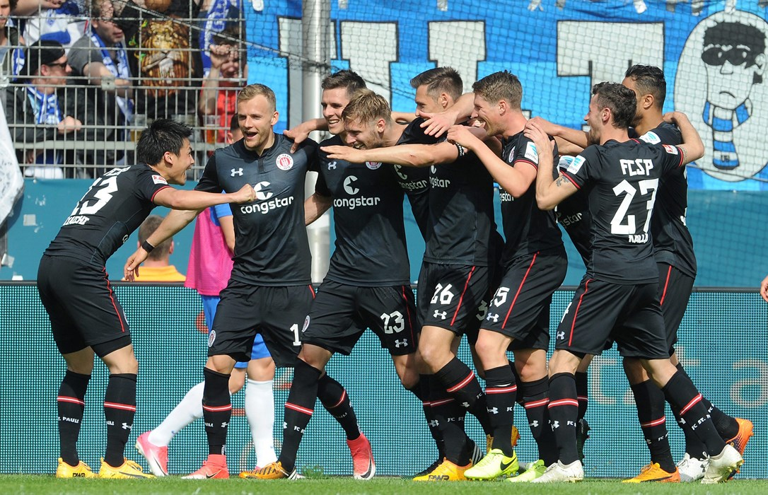 Große Freude bei den Kiezkickern nach dem 3:1-Erfolg im letzten Saisonspiel beim VfL Bochum - es war die dritte Partie, die nach Rückstand noch gewonnen wurde.