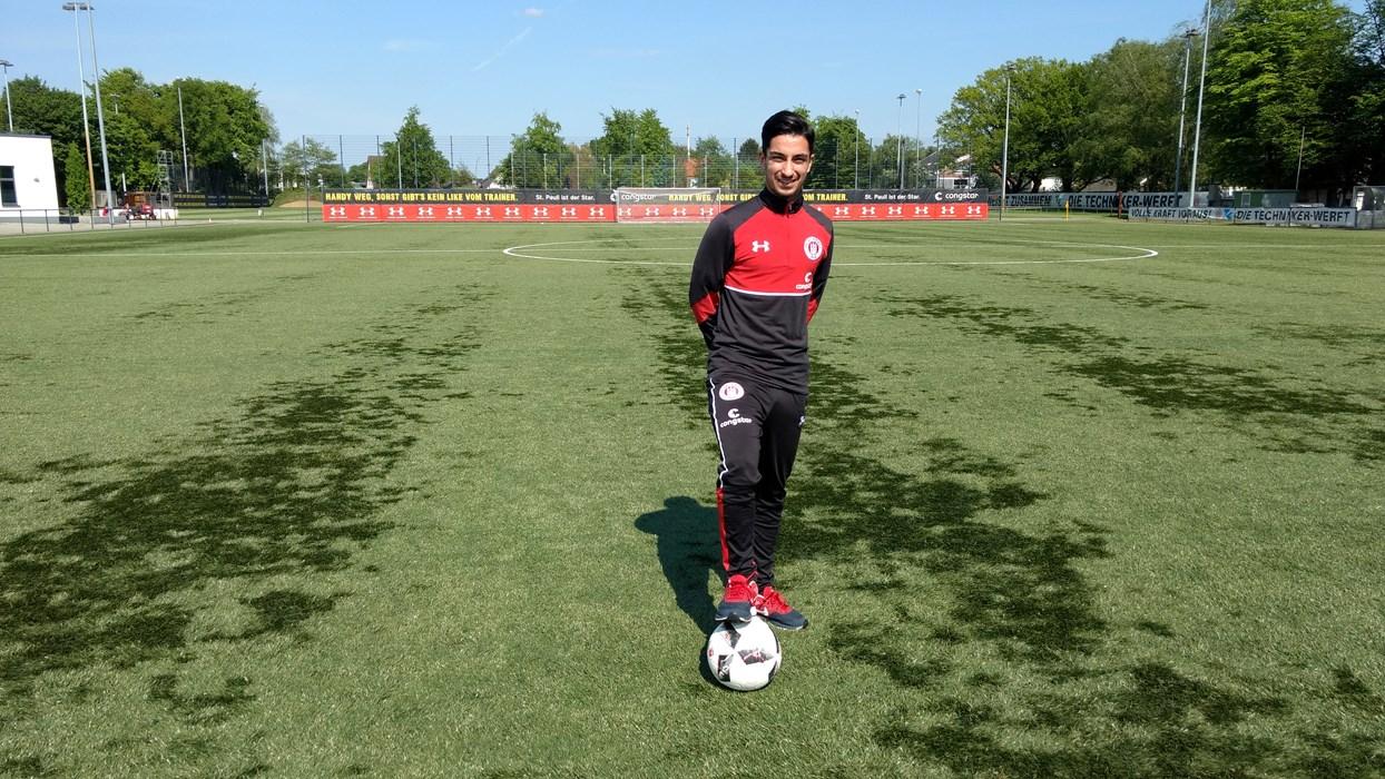 Für Benjamin Nadjem geht's mit Afghanistan erst gegen den Oman und dann gegen Jordanien.