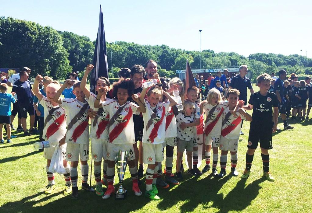Unsere U10 hatte in den Niederlanden allen Grund zum Feiern. Herzlichen Glückwunsch!