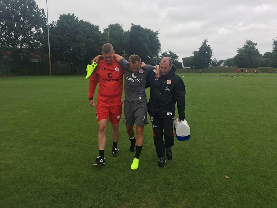 Bernd Nehrig musste aufgrund einer Sprunggelenksverletzung das Training abbrechen.