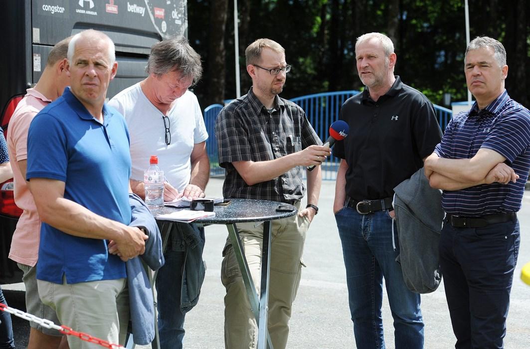 Auch während des Testspiels gegen den FC Wil war Uwe Stöver ein beliebter Gesprächspartner für die Journalisten.