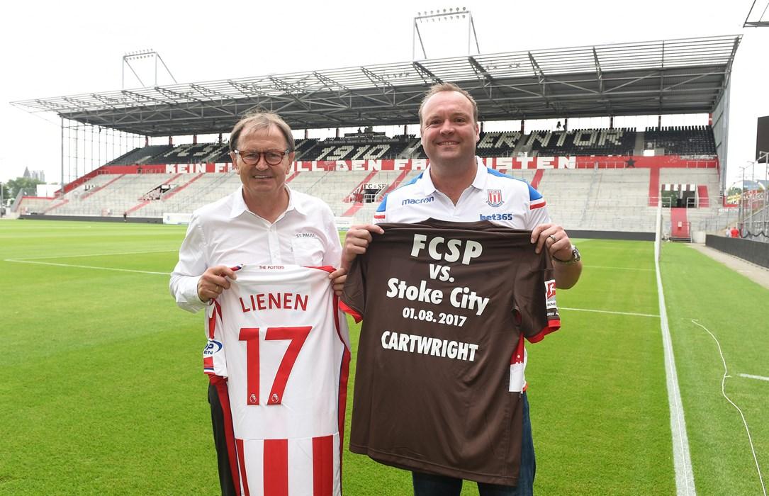 Die beiden Technischen Direktoren Ewald Lienen (li) und Mark Cartwright (re.) werden zukünftig zusammenarbeiten.