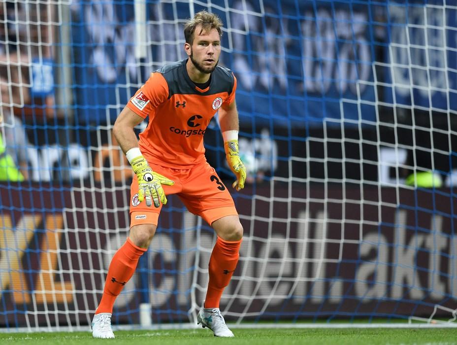 Robin Himmelmann wird in der Liga wieder das FCSP-Gehäuse hüten.