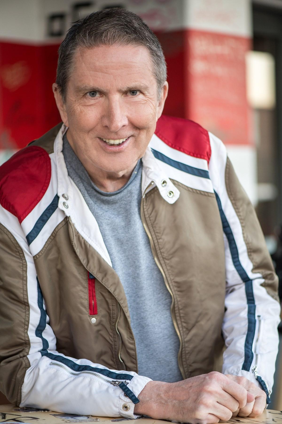 Rainer Wulff stellt seine Stimme für die Hörfassung zur Verfügung.