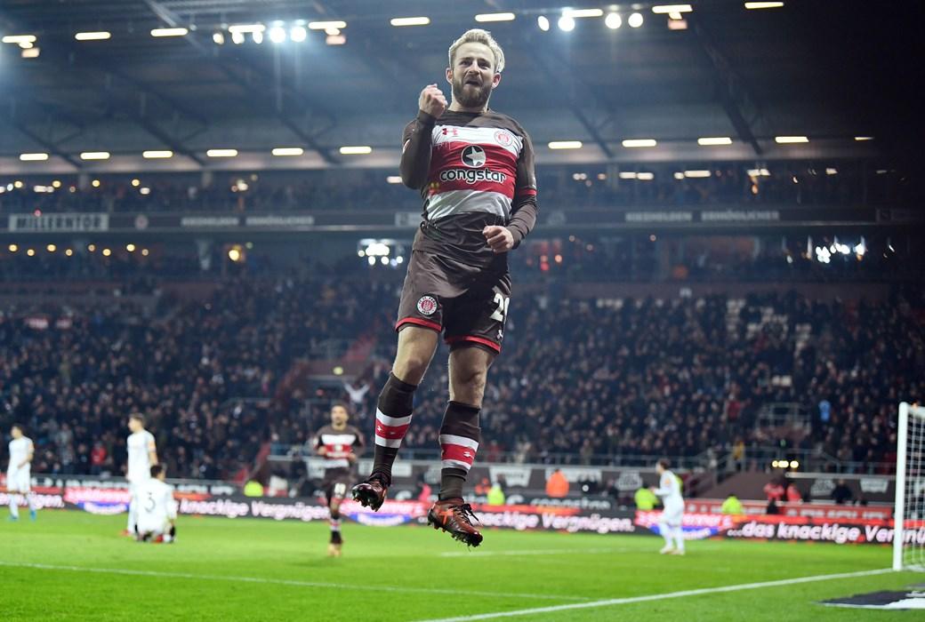 Jan-Marc Schneider bejubelt seinen ersten Treffer am Millerntor.