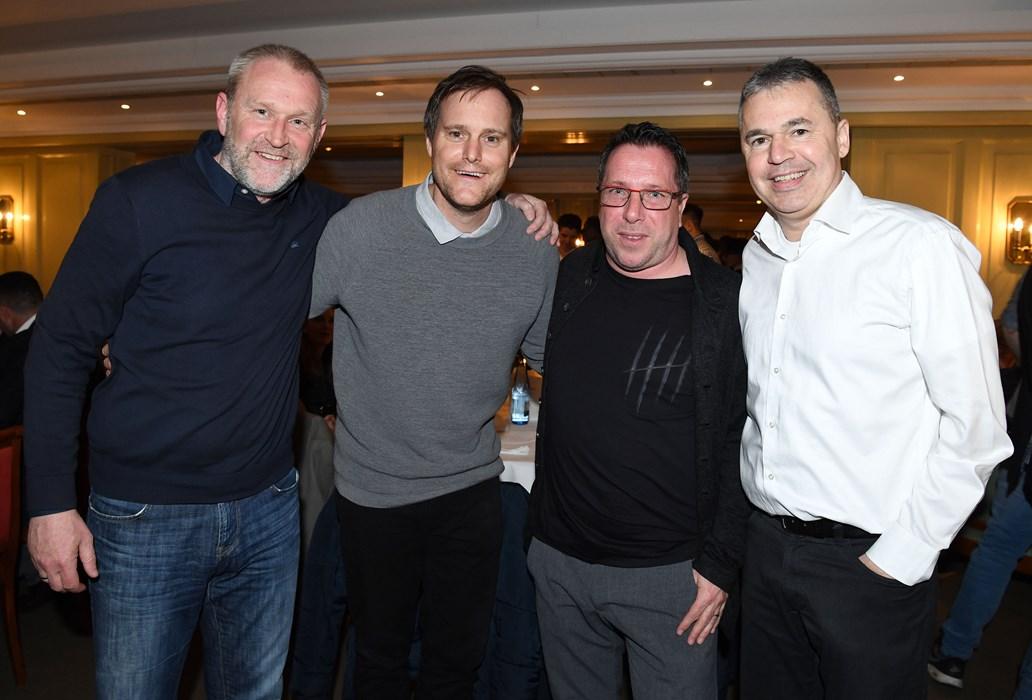 """V.l.n.r.: Uwe Stöver, Oke Göttlich, Markus Kauczinski und Andreas Rettig bei der """"MoPo Player's Night""""."""
