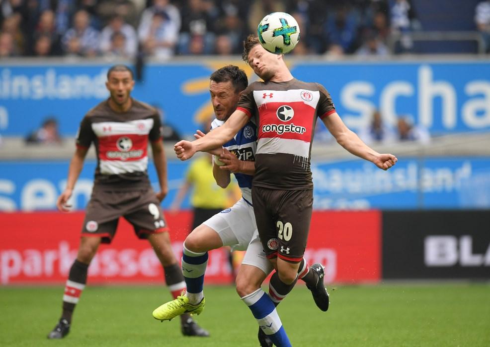 Both teams fought for every ball. Here, Duisburg's Branimir Bajic challenges Richard Neudecker.