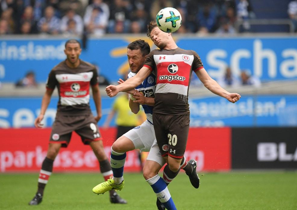 Both teams fought for every ball. Here, Duisburg's Branimir Bajic challenges Richard Neudecker.