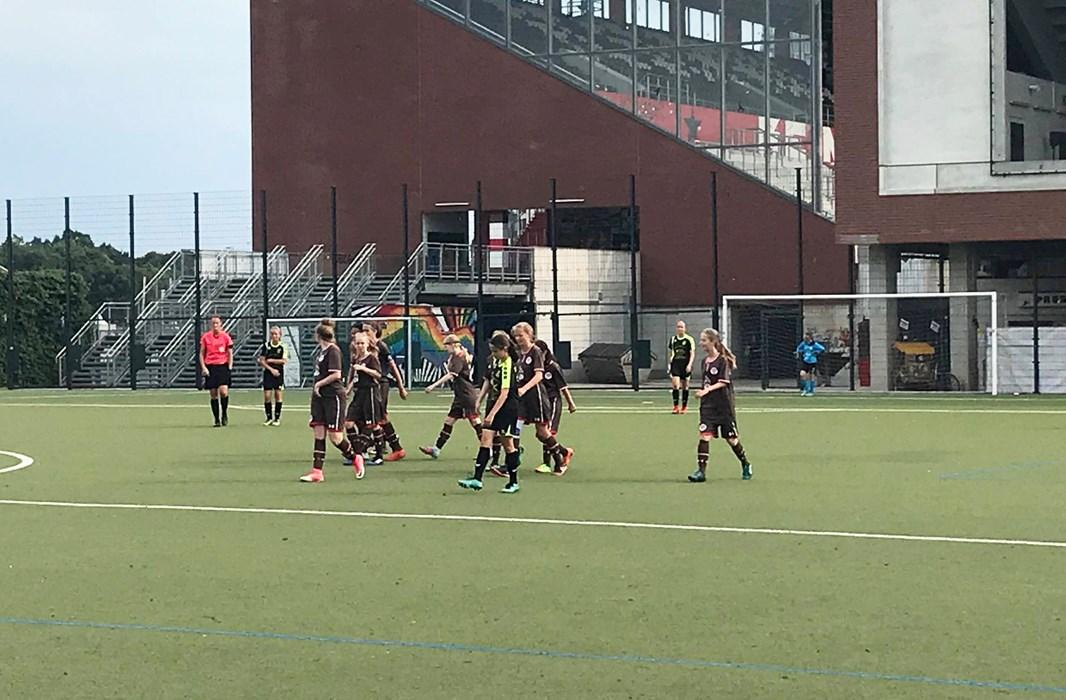 Unsere C-Juniorinnen besiegten Risum-Lindholm an der Feldstraße mit 7:1 und empfangen nun den JFV Hannover United.