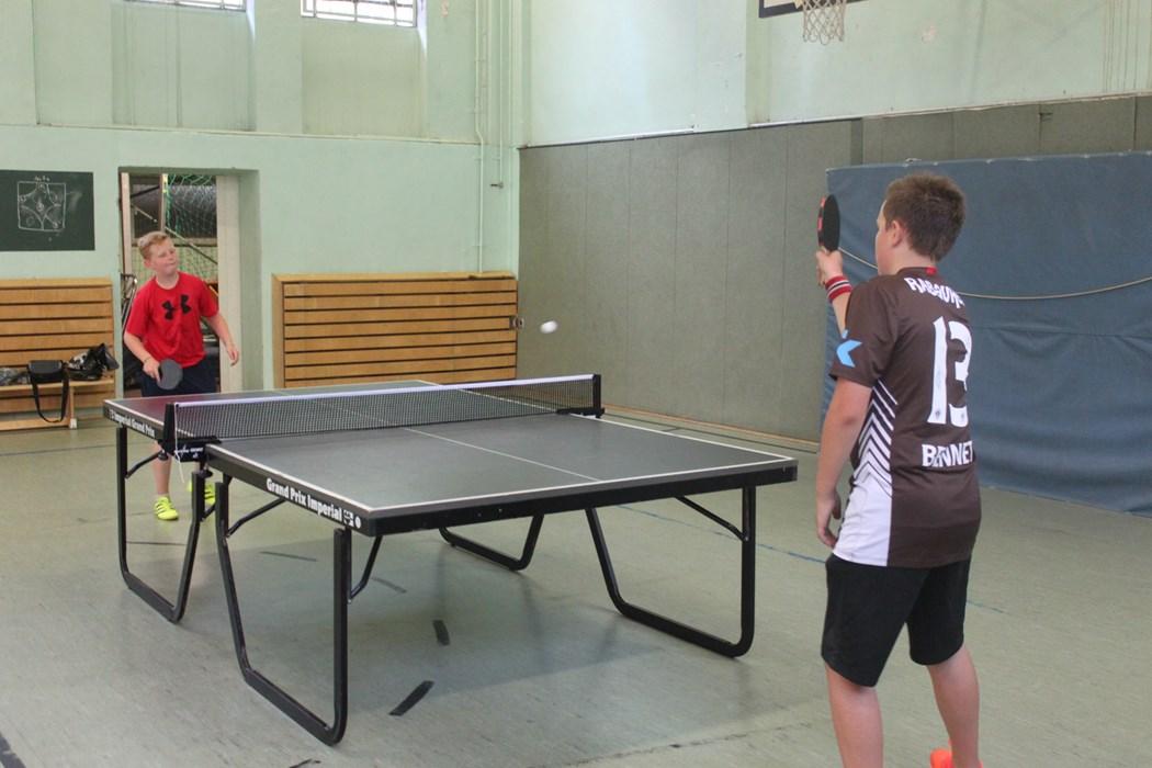 Zwei Rabauken beim Tischtennisturnier
