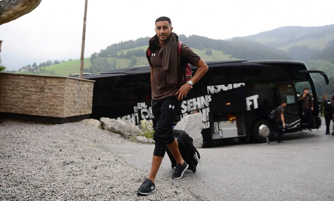 Aziz Bouhaddouz ist nach der Fußball-WM in Russland und zwei Wochen Urlaub wieder zurück bei den Teamkollegen.