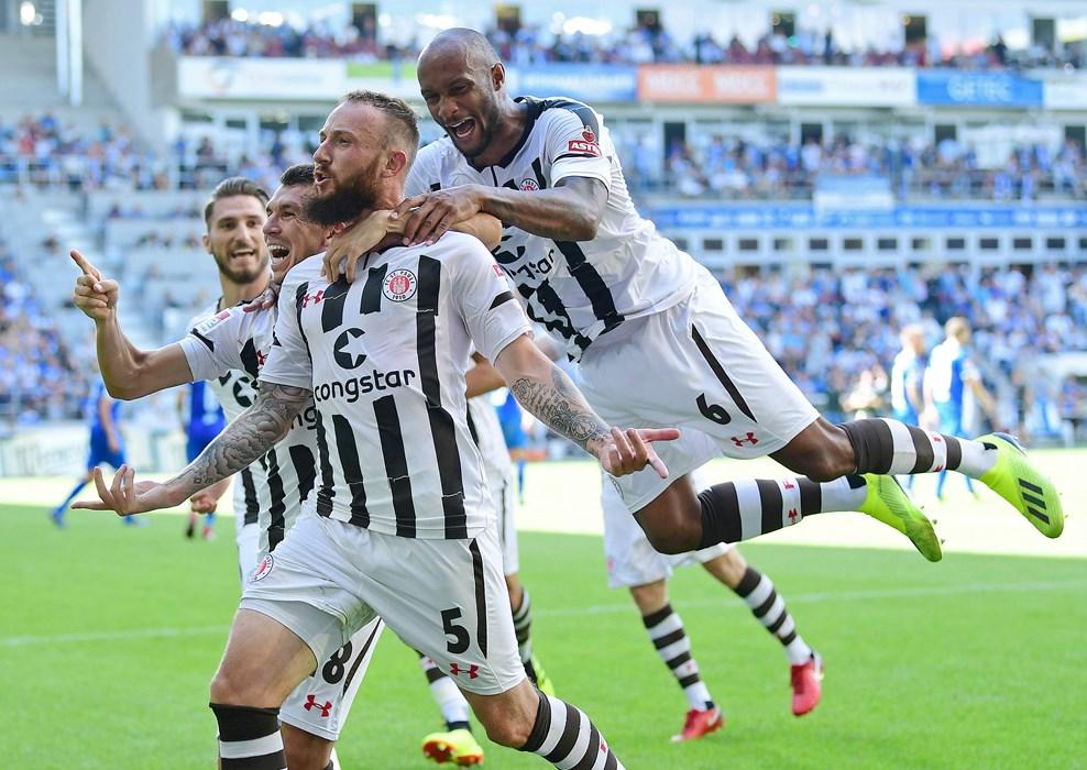 Bereits am 1. Spieltag gelang es den Kiezkickern, einen 0:1-Rückstand in Magdeburg noch in einen 2:1-Sieg umzudrehen. Marvin Knoll erzielte dabei den Siegtreffer.