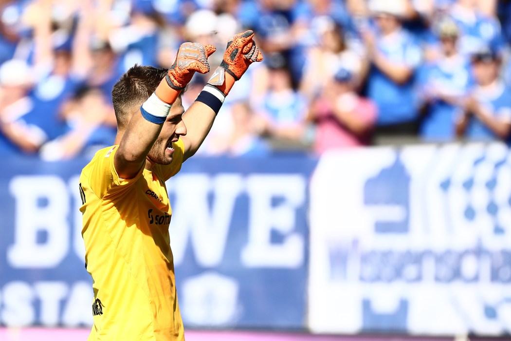 Daniel Heuer Fernandes hatte allen Grund zur Freude nach dem 1:0-Auftaktsieg gegen Aufsteiger Paderborn.