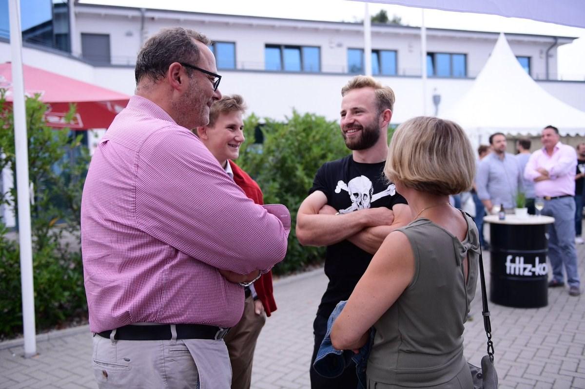 Unsere Kiezkicker - hier Jan-Marc Schneider, oben Richard Neudecker, Clemens Schoppenhauer und Christopher Buchtmann - nahmen sich viel Zeit für einen Plausch mit Sponsoren und Partnern unseres FCSP.