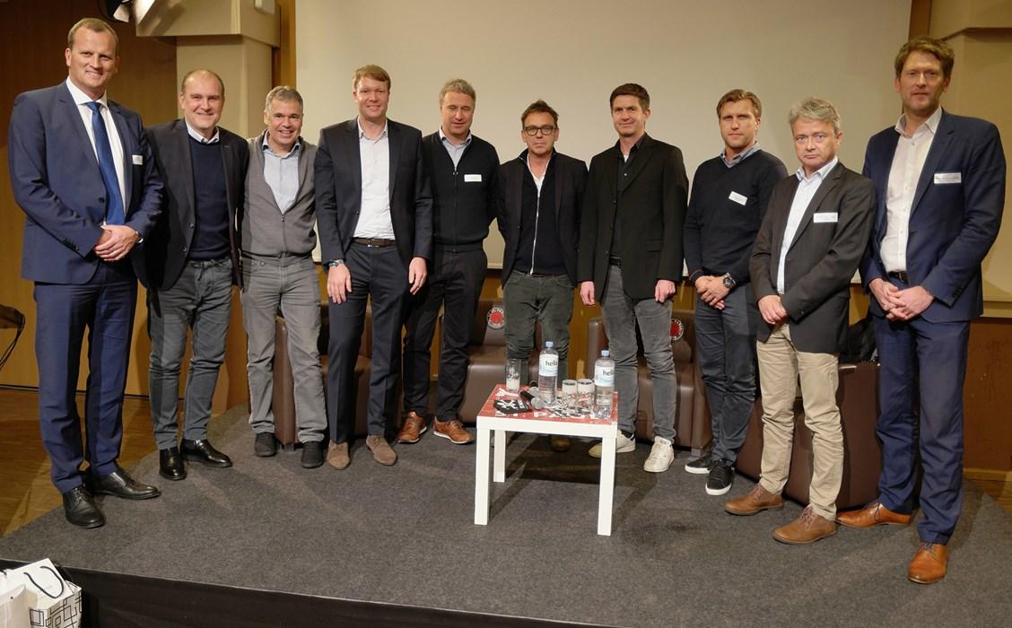 Geballte Fachkompetenz bei der 5. Fußball Konferenz am Millerntor: Dr. Jörn Quitzau, Jörg Schmadtke, Andreas Rettig, Thomas Steinmann, Marco Bode, Markus Rejek, Ralf Becker, Markus Krösche, Prof. Dr. Bernd Frick und Prof. Dr. Henning Vöpel (v.l.n.r.)