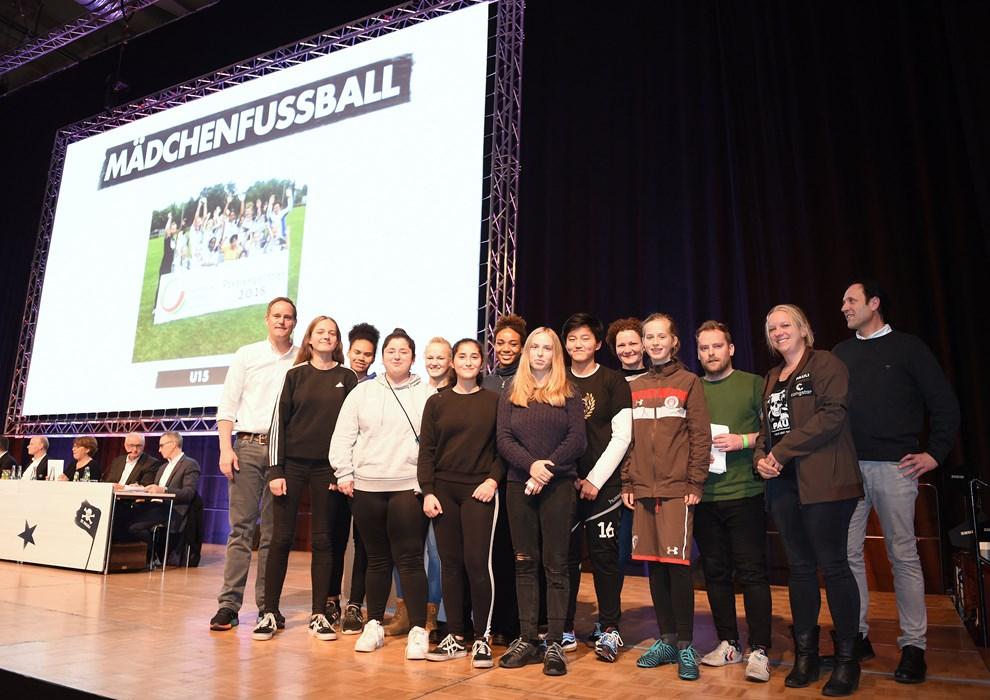 Ebenfalls ausgezeichnet: Das Team der U15-Fußball-Mädchen