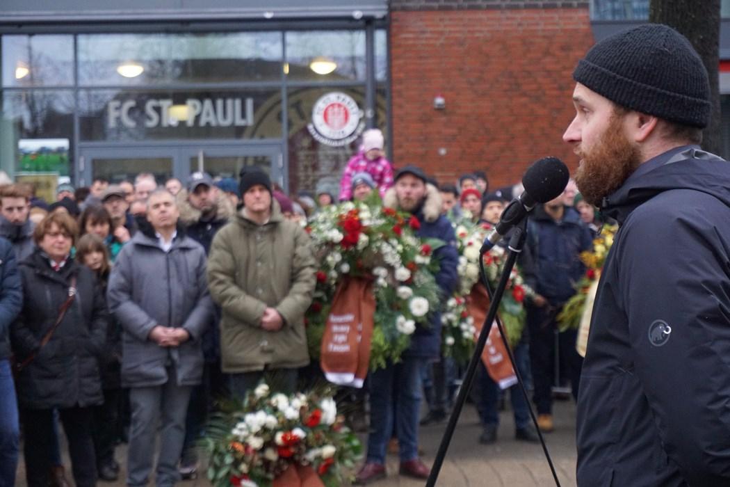 Justus Peltzer bei seiner Rede auf dem Harald-Stender-Platz