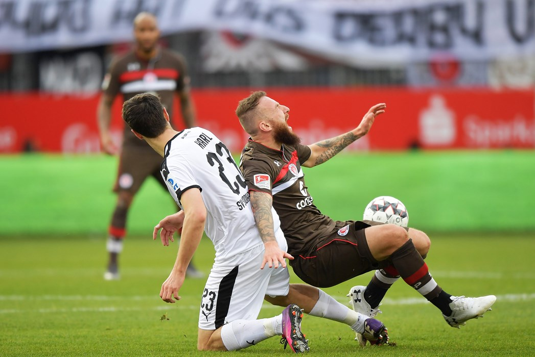 Marvin Knoll challenges for the ball with Sandhausen's Markus Karl.