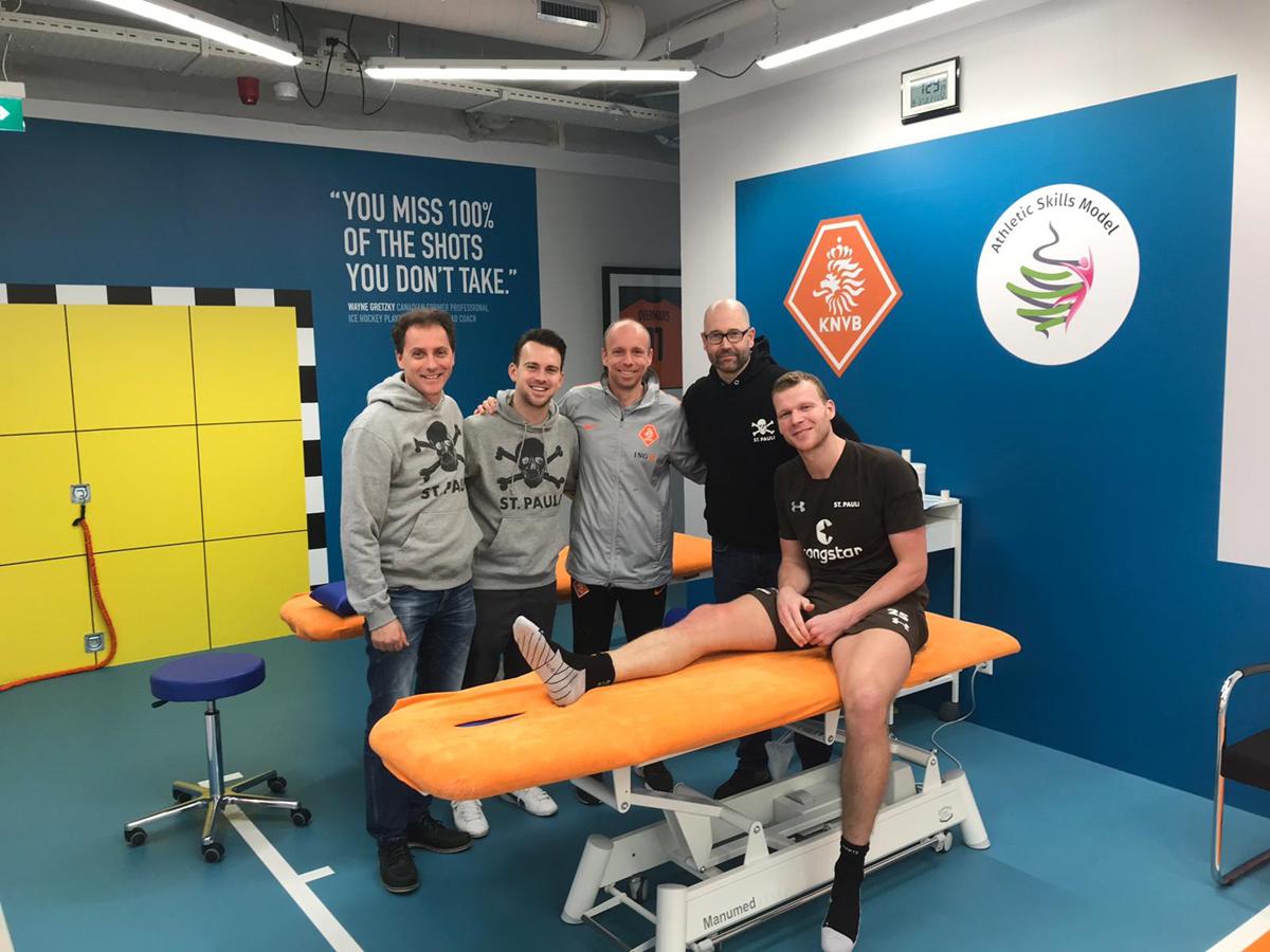 Auf dem Weg zurück: Dr. Volker Carrero, Dr. Sebastian Schneider und Mike Muretic besuchen Henk Veerman bei seiner Reha in Zeist (Utrecht).