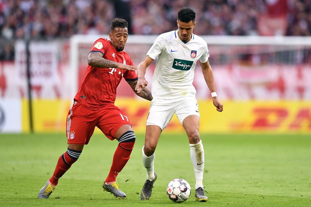 Im DFB-Pokalspiel beim FC Bayern München lieferte der dreifach Torschütze Robert Glatzel (hier gegen Jerome Boatang) eine ganz starke Leistung ab.