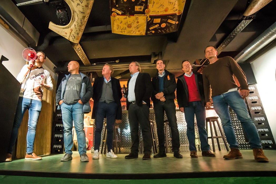 Michael Pahl mit Menschen, die das KIEZBEBEN mit auslösten (v.l.n.r.): André Golke, Klaus Ottens, Christian Hinzpeter, Helmut Schulte, Jens-Peter Box und Ronald Lotz