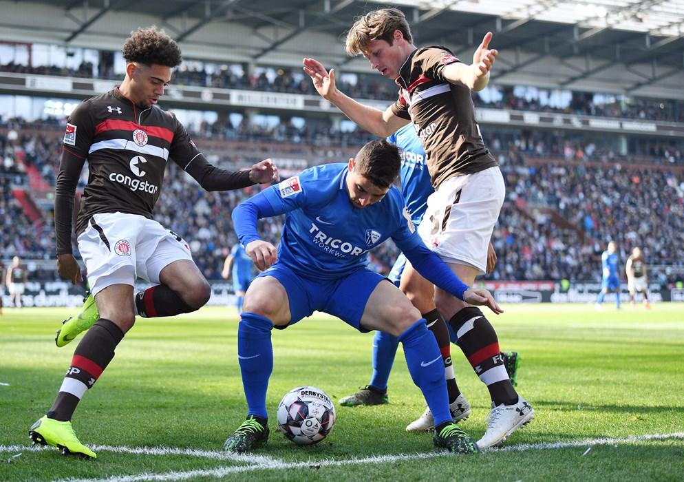 Luis Coordes (links) feierte gegen den VfL Bochum sein Debüt bei den Profis.